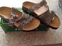 New in box ladies Birkenstock Krystle sandals size 7