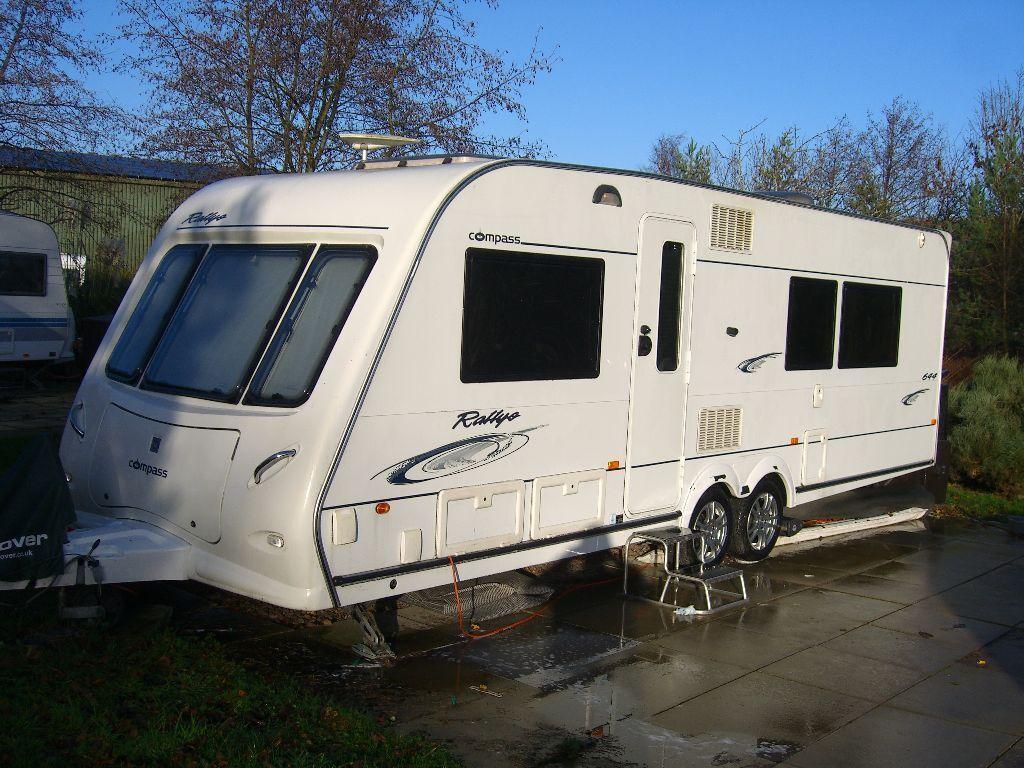 Compass Rallye 644 Caravan Island bed