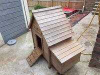 Chicken coop, wooden with door back and front, nesting box, suitable for about 4 chickens