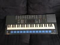 Yamaha piano keyboard. PSS - 680