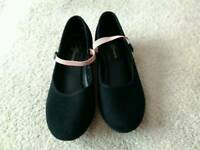 Girls character\dance shoes size 2