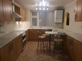 Spacious 3 bedroom flat to rent available NOW