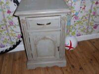 Small table/bedside cabinet/cupboard