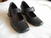 Carks ladies shoes size 4