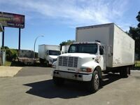 2001 International 4700 26 PIEDS MONTE CHARGE