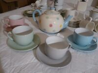 Teapot and 4 cups and saucers