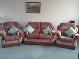 Lovely 2 seater settee and two arm chairs