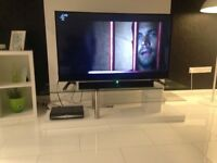 White glass TV unit