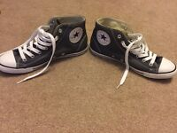 Converse ladies shoes size 5