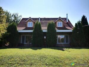 280 000$ - Maison à un étage et demi à vendre à La Baie Saguenay Saguenay-Lac-Saint-Jean image 1