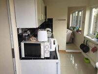 Gorgeous furnished 1 bed latge property next to station only £320pw!