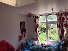 Lovely Single Room is Available in Philip Avenue Romford (Rent £400 inclusive Bills)