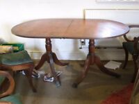 Extendable oval table with four chairs