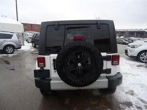 2012 Jeep WRANGLER UNLIMITED SAHARA / LEATHER / 4X4 / 94KM Cambridge Kitchener Area image 5