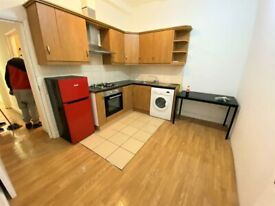 2 Bedrooms flat on main kingsland high street near Dalston Station with Terrace--Company let allowed