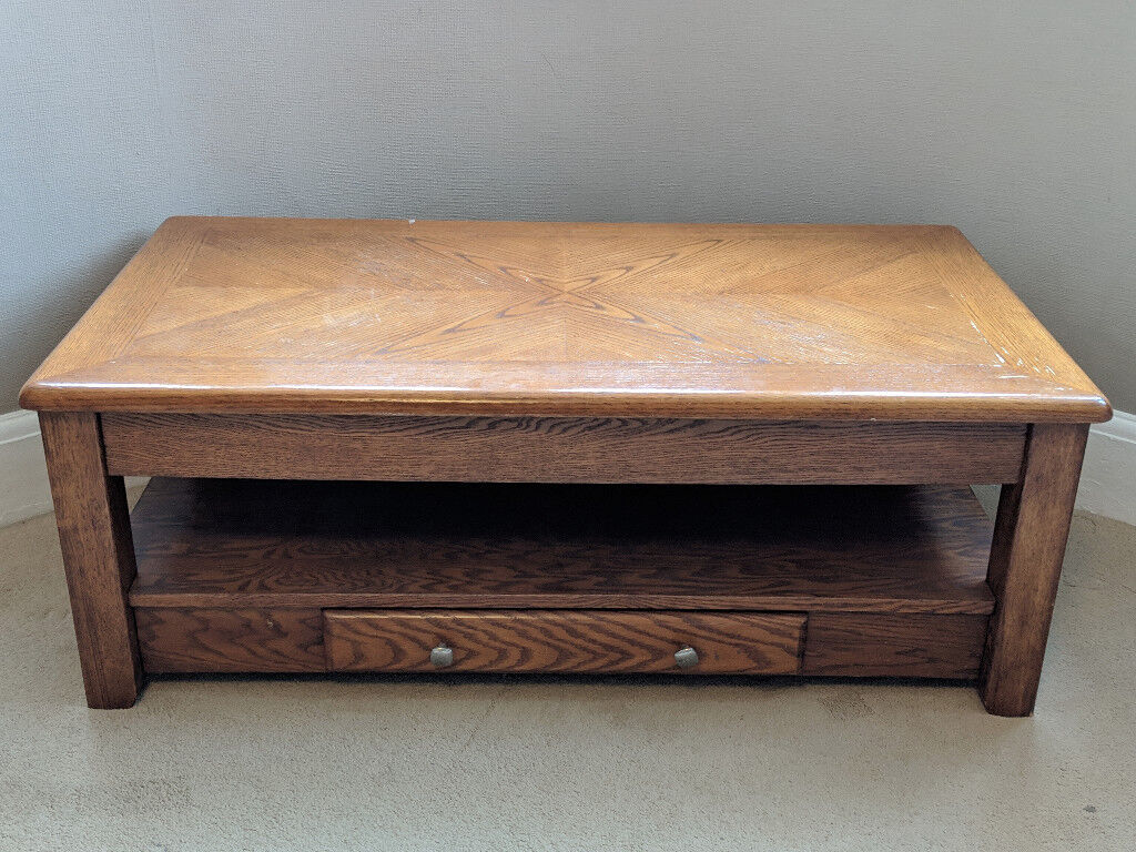 Coffee Table With A Lift Up Top That Can Be Used As