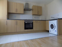 Large 1 Bed Studio Flat in Luton Town Centre, close to Train Station, University, Motorway, NO DSS
