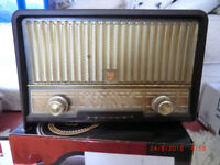 Vintage Phillips Bakerlite radio