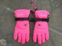 Childs Tog 24 snow gloves. Gore-tex & fleece lined. Pink with black palm grip finish. Hardly worn.