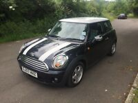 Black/white Mini Cooper 1.6