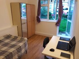 2 SINGLE ROOMS 1 min WALKING TO KILBURN STATION - Jubilee 24h
