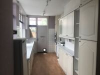 4 MASSIVE DOUBLE ROOMS IN SHARED HOUSE AVAILABLE NOW. COUPLES ACCEPTED MITCHAM