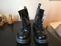 8 Eyelet Size UK 11 Doc Marten Black Men's Boots