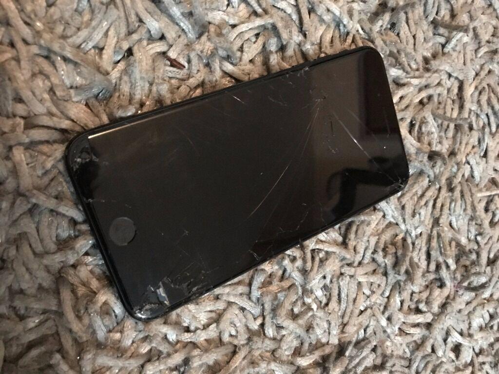 IPhone 7 Plus 32GB Unlocked Cracked Screen