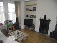A MUST SEE 1 BEDROOM PERIOD CONVERSATION WITH VERY LARGE GARDEN!