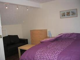 Modern Double Room ALL BILLS INCLUDED