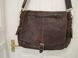 Large brown leather tote handbag - good for travelling. Used.
