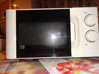 """Microwave Currys 700W / D 17L White with black door. Accepts 11"""" plate. Great cond. Nr deliv poss"""
