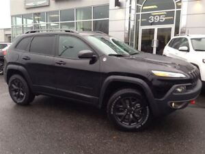 2018 Jeep Cherokee Trailhawk +Hitch+