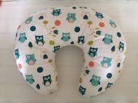 Dreamgenii Donut Breastfeeding Pillow