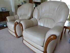 2 Leather Armchairs by Mancini in excellent condition