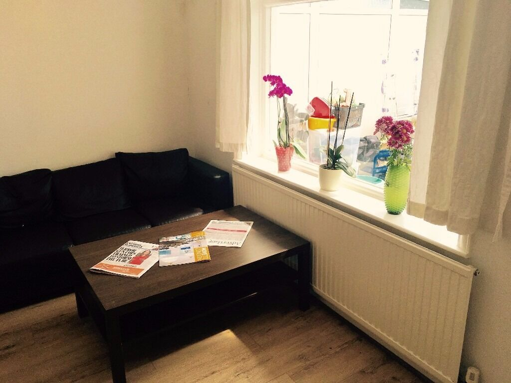 How to clean your living room in 5 minutes - Gidea Park 5 Minutes Walking