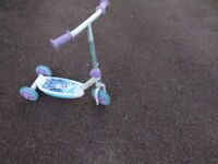 Girls Frozen scooter in very good condition.