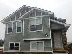 Pet friendly Lower unit with laundry! Modern, like new!
