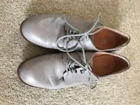 Ladies Grey Leather Shoes made by Clarks size 6