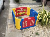 Baby play pen excellent condition