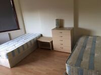 Ensuite Twin room in West Acton. Central Line.Private Shower/Toilet. All bills & Wifi incl.