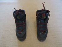 Ladies Salomon winter walking boots (Super mountain 8). Size 6 UK. good condition.