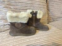Clark's size 5 boots