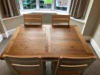 Extendable dining table for sale + 4 chairs