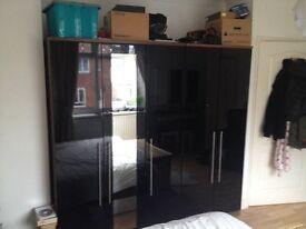 3-Door Gloss Black / Black Oak Mirrored Wardrobe
