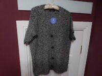 TIGI Black and White Knitted Hip Length V Neck Button Cardigan Size 14/16