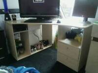 Corner desk. Good condition