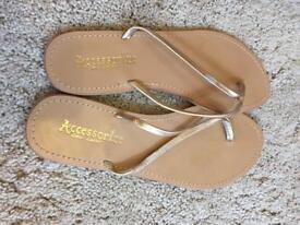 Gold Flip Flops - Size 7 -£5