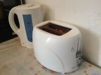 GREAT!!! FULLY WORKING!!! KETTLE & TOASTER SET!!! BARGAIN ONLY £15!!! - Gorgeous!! WHITE FINISH SET!