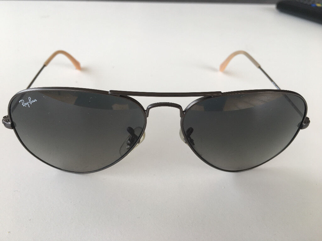 c2b9e7af10c4 Ray-Ban Aviator Sunglasses w Case - Excellent Condition. Hackney